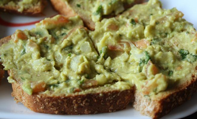 Guacamole-Spread-On-Bread