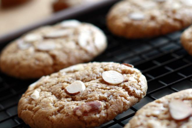 Peanut-Butter-Almond-Cookies--5