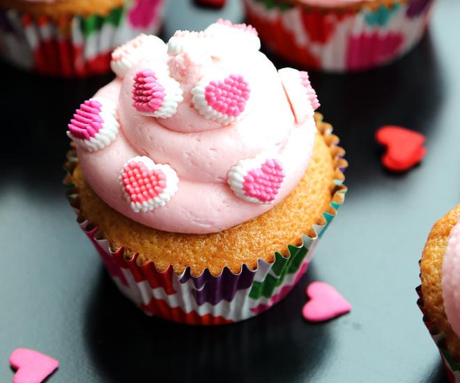 Vanilla-Cupcakes-11-notitle-cwm