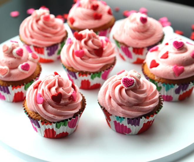 Vanilla-Cupcakes-8-notitle-cwm