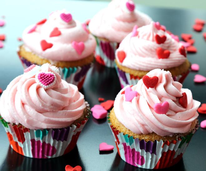 Vanilla-Cupcakes-cwm