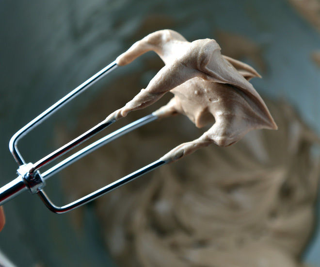 Easy-Chocolate-Frosting-notitle-cwm