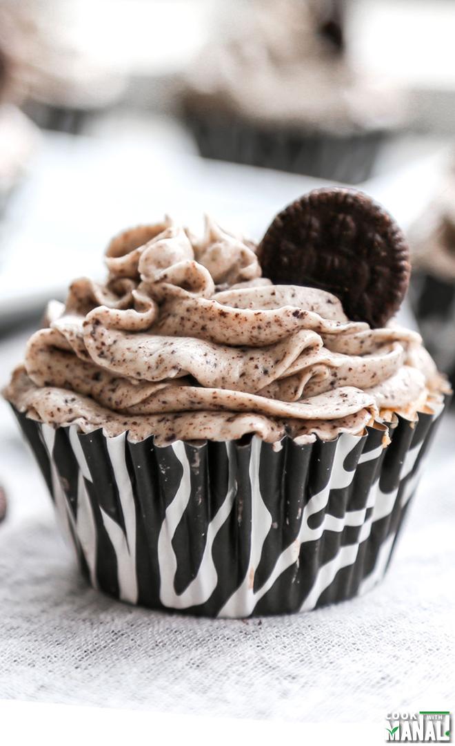 Oreo-Cupcakes-cookies-n-cream-frosting-notitle-cwm
