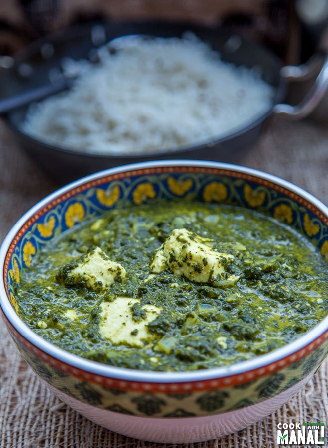 palak paneer served in a bowl with rice bowl in the background