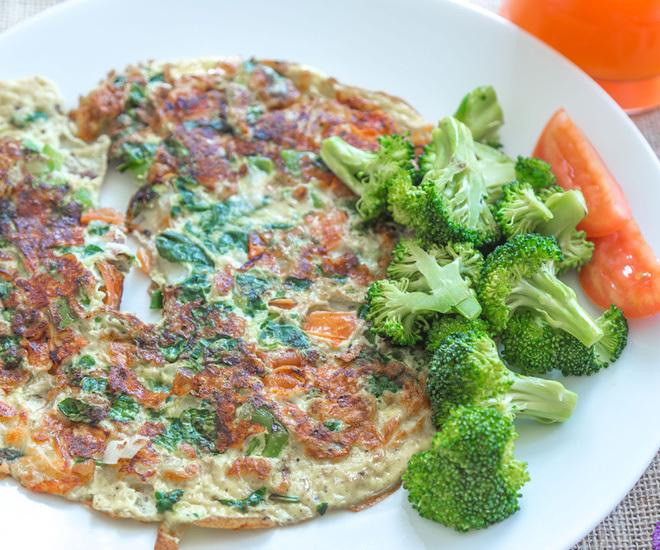 Veggie-Cheese-Omelette-1-notitle-cwm