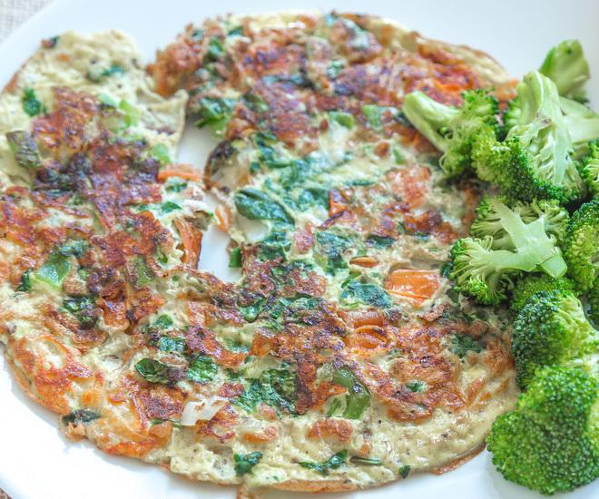Veggie-Cheese-Omelette-notitle-cwm
