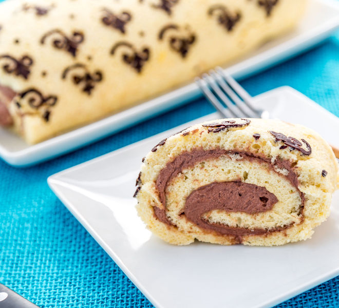Patterned-Swiss-Roll-Cake-notitle-cwm