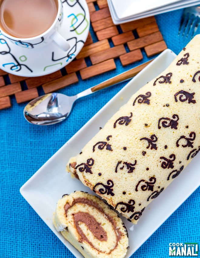 Swiss-Roll-Cake-With-Pattern-notitle-cwm
