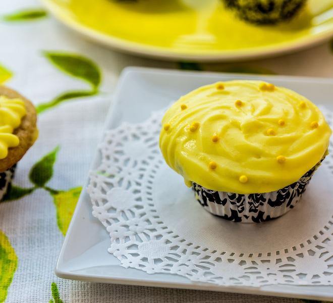 lemon-cupcakes-greek-yogurt-frosting-notitle-cwm