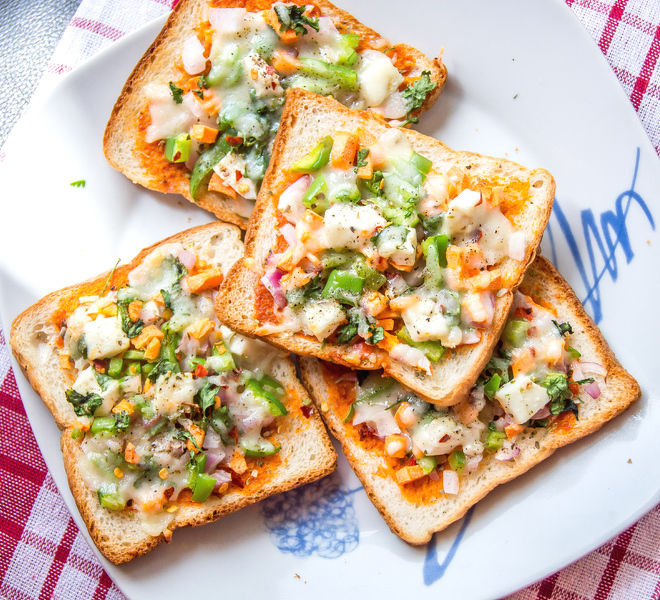 Bread Pizza - Cook With Manali