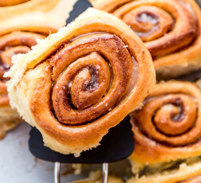 Cinnamon-rolls-notitle-cwm