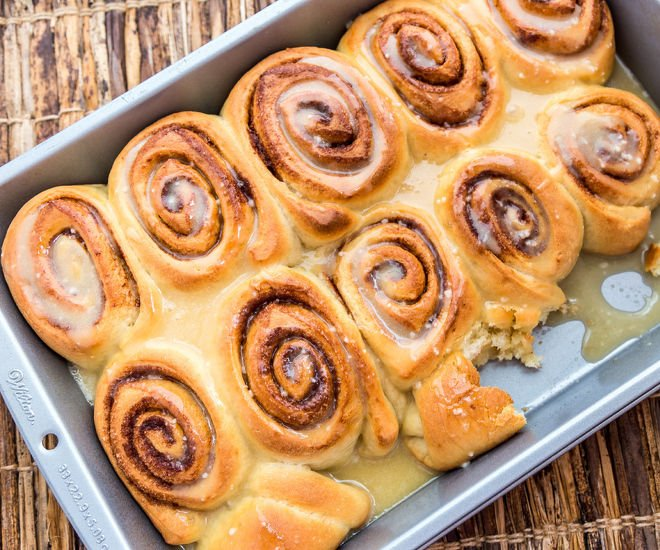 Cinnamon-rolls-with-honey-glaze-notitle-cwm