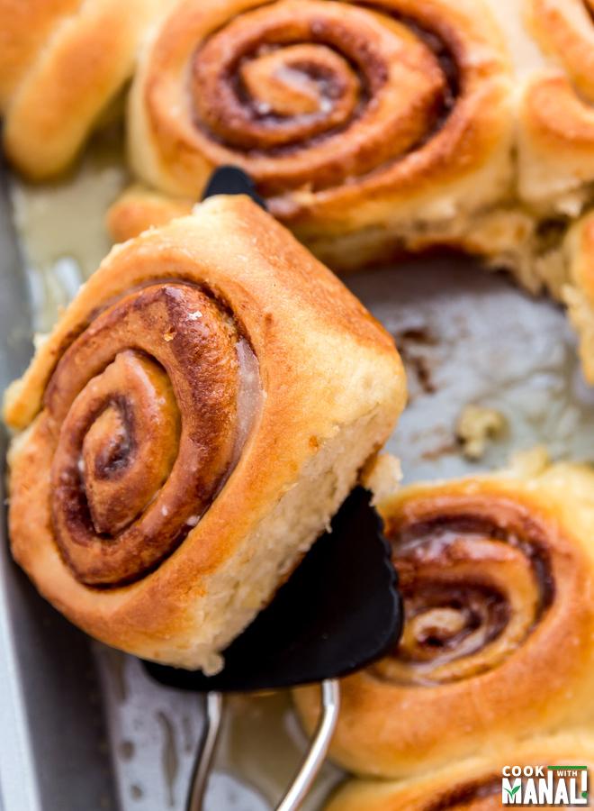 Homemade-Cinnamon-Rolls-With-Glaze-notitle-cwm