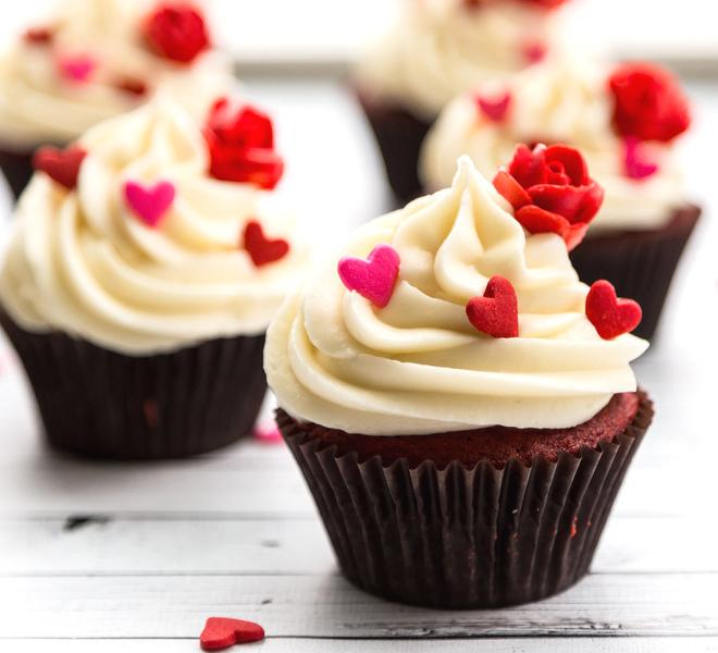 Red Velvet Cupcakes With Vanilla Cream Cheese