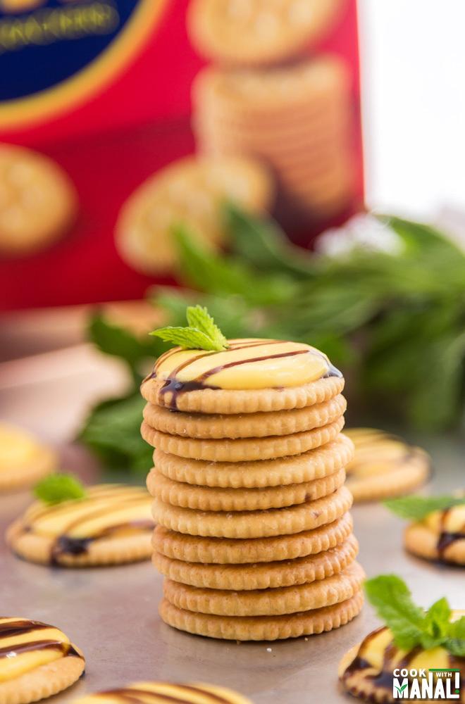 Mango Cream Cheese Topped Crackers