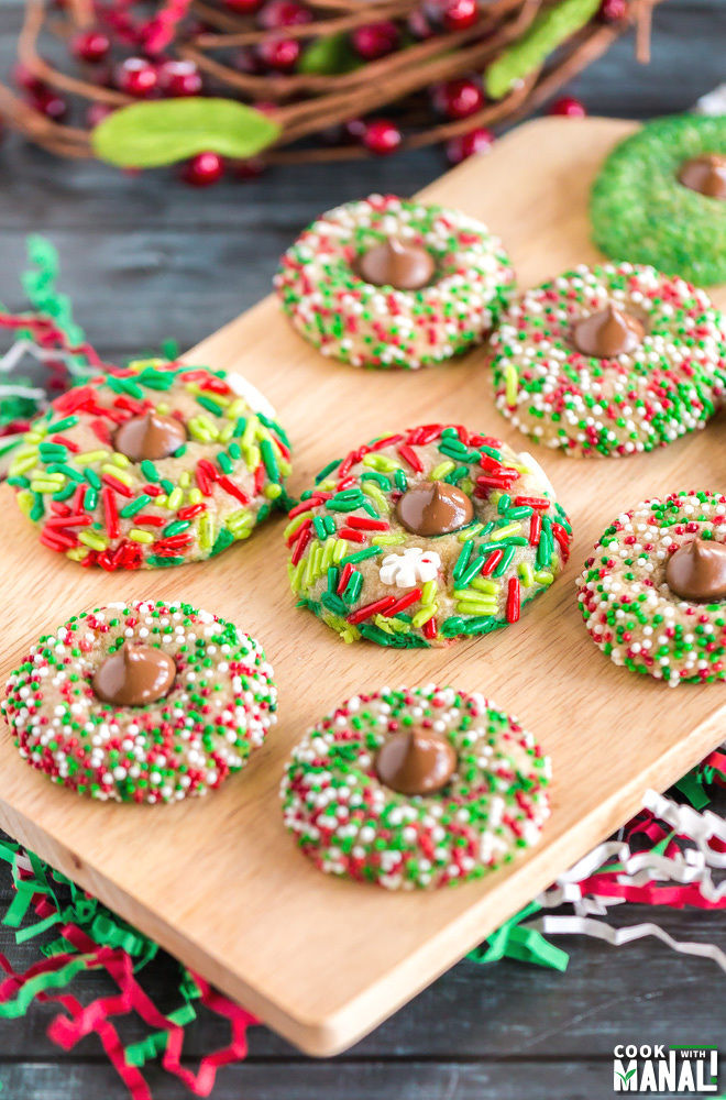 The holidays are a very busy time in the classroom so I'm sharing some fun, easy, and simple snacks for your students to enjoy at any school party you are hosting.