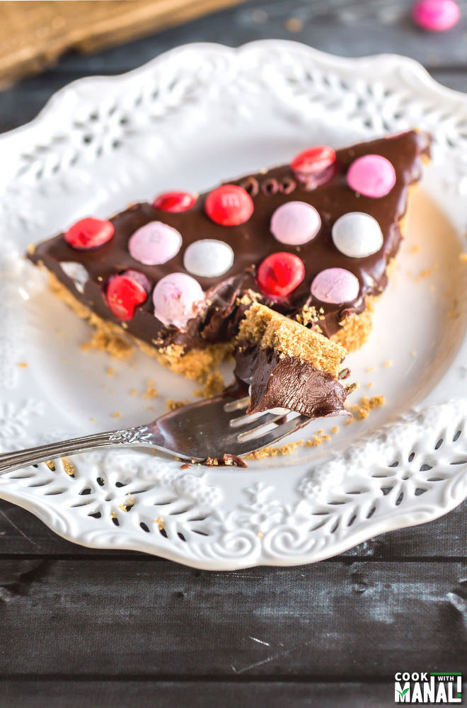 Easy-No-Bake-Chocolate-Tart-with-M&M
