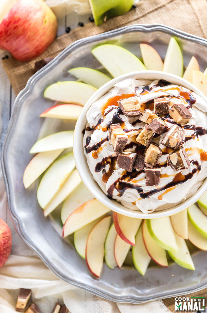 SNICKERS Cheesecake Dip