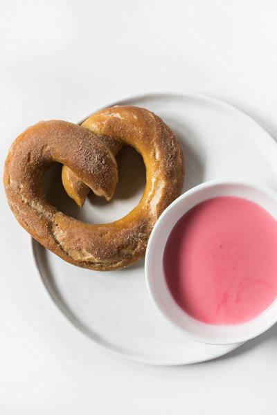 Cinnamon-and-Sugar-Pretzel-2