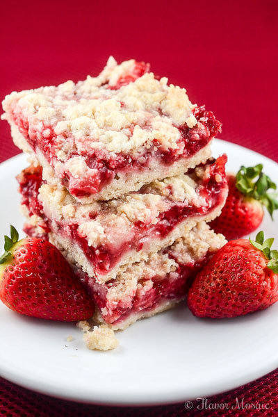 Easy-Strawberry-Crumb-Bar-Recipe