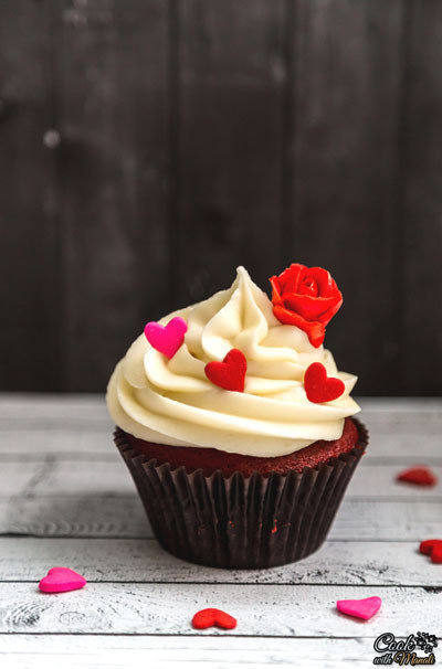Red-Velvet-Cupcakes-With-Cream-Cheese-Frosting