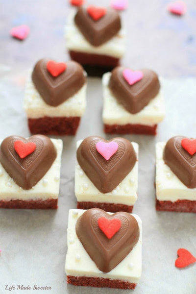 Red Velvet Sugar Cookie Bars with CreamCheese Frosting via @LifeMadeSweeter