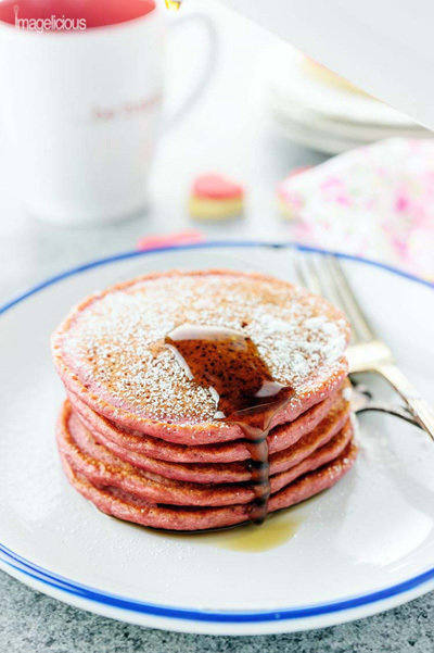 These+beautiful+pink+Cinnamon+Beet+Pancakes+are+full+of+healthy+beets+and+greek+yogurt,+yet+you'll+never+know+as+they+taste+delicious-