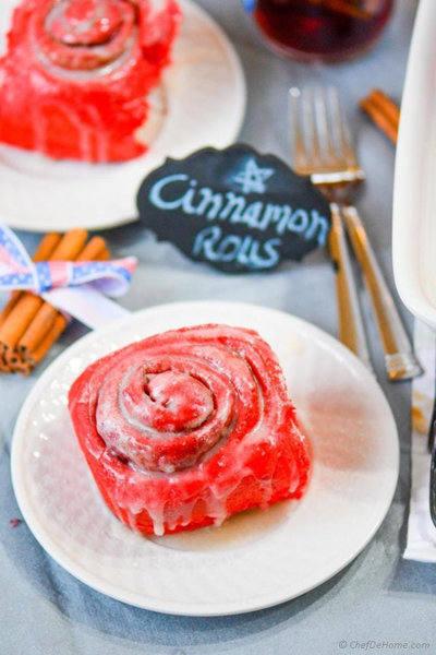 red-velvet-cinnamon-rolls-chefdehome-1