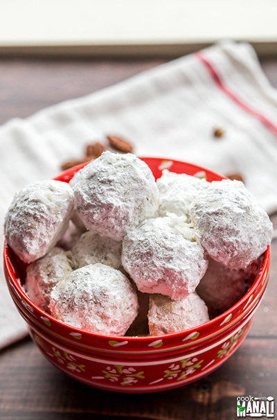 christmas-snowball-cookies
