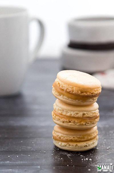 salted-caramel-macarons-400