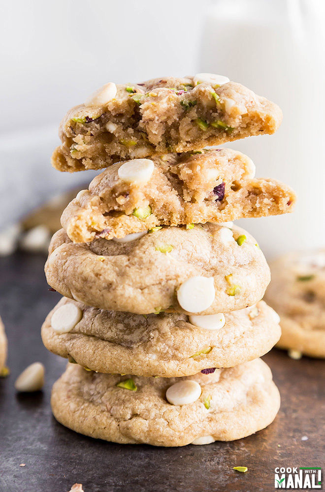 white-chocolate-chips-pistachio-cookies