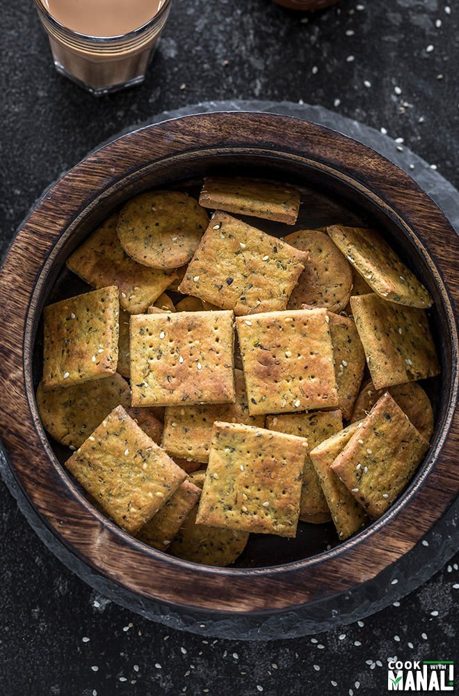 baked methi mathri in a wooden bowl
