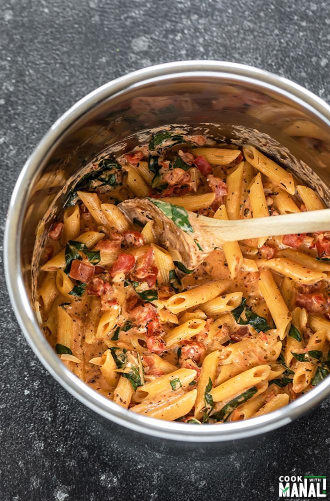creamy tomato basil pasta in instant pot