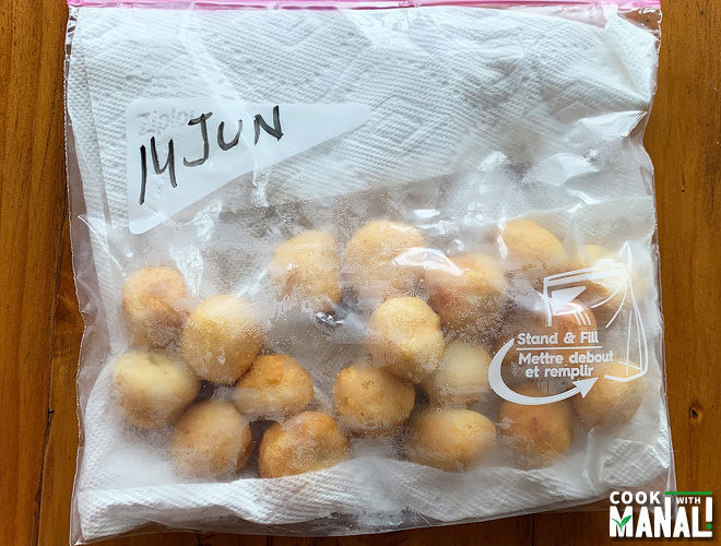 picture of dahi bhalla placed in a freezer bag and date is labelled on the bag