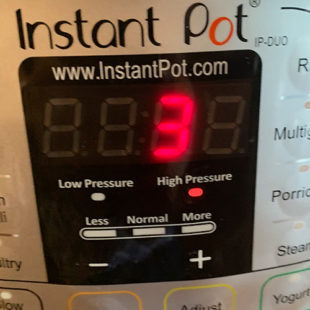 instant pot screen displaying 3 minutes