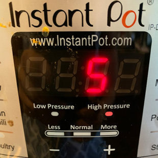 instant pot display timer displaying the number 5