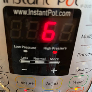 instant pot screen displaying 6 minutes